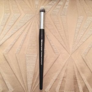 Sephora Pro contour highlight 80 brush Limited ED!